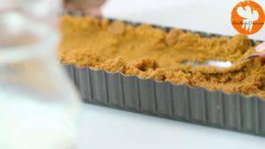 Đam Mê Ẩm Thực Cho-hỗn-hợp-bánh-quy-ở-bước-1-vào-khuôn-và-trải-đều.-Rồi-để-lạnh-trong-30-phút-1-300x169