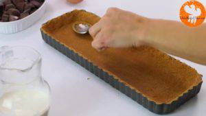 Đam Mê Ẩm Thực Cho-hỗn-hợp-bánh-quy-ở-bước-1-vào-khuôn-và-trải-đều.-Rồi-để-lạnh-trong-30-phút-2-300x169