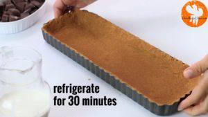 Đam Mê Ẩm Thực Cho-hỗn-hợp-bánh-quy-ở-bước-1-vào-khuôn-và-trải-đều.-Rồi-để-lạnh-trong-30-phút-3-1-300x169