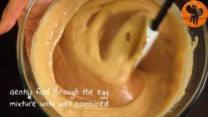 Đam Mê Ẩm Thực Cho-hỗn-hợp-kem-Whipping-ở-bước-2-vào-hỗn-hợp-trứng-ở-bước-1-và-trộn-cho-đến-khi-quyện-đều2-300x169