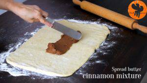 Đam Mê Ẩm Thực Cho-hỗn-hợp-kem-vừa-trộn-ở-bước-4-vào-mặt-bột-đã-lăn-và-trải-đều2-300x169