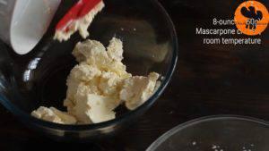 Đam Mê Ẩm Thực Cho-kem-Mascarpone-đường-bột-bột-quế-chiết-suất-vani-vào-bát-và-đánh-cho-tới-khi-quyện-đều-300x169