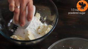 Đam Mê Ẩm Thực Cho-kem-Mascarpone-đường-bột-bột-quế-chiết-suất-vani-vào-bát-và-đánh-cho-tới-khi-quyện-đều2-300x169