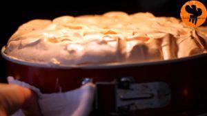 Đam Mê Ẩm Thực Cho-kem-lên-mặt-bánh.-Trải-đều-và-cho-vào-lò-nướng-thêm-20-phút-cho-đến-khi-kem-có-màu-vàng-nâu-7-300x169