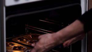 Đam Mê Ẩm Thực Cho-khuôn-vào-lò-và-nướng-khoảng-20-phút-300x169