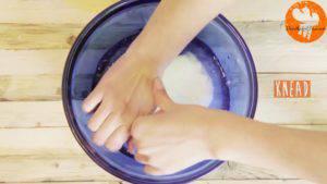 Đam Mê Ẩm Thực Cho-nước-đá-vào-bơ-và-ấn-đều-6-lần-cho-đến-khi-đủ-độ-dẻo3-300x169