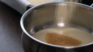Đam Mê Ẩm Thực Cho-sữa-đặc-đường-hoa-mai-bơ-vào-nồi.-Đun-lửa-nhỏ-và-khuấy-đều-tay-cho-đến-khi-tan-hết-tiếp-tục-đun-thêm-5-phút2-300x169