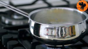 Đam Mê Ẩm Thực Cho-sữa-tươi-nước-lọc-muối-bơ-vào-nồi.-Đun-với-lửa-nhỏ-và-khuấy-đều-tay-cho-đến-khi-sôi-nhẹ6-300x169