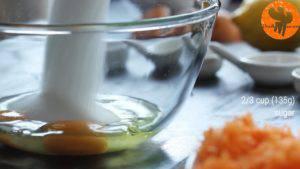 Đam Mê Ẩm Thực Cho-trứng-đường-muối-chiết-suất-vani-vào-bát-và-đánh-cho-đến-khi-quyện-đều2-300x169