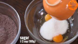 Đam Mê Ẩm Thực Cho-trứng-đường-vào-bát-và-đánh-đều2-300x169
