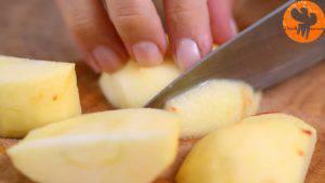 Đam Mê Ẩm Thực Gọt-vỏ-cuống-quả-táo.-Loại-bỏ-hạt-và-cắt-hạt-lựu5-300x169