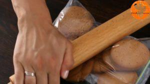 Đam Mê Ẩm Thực Nghiền-vụn-bánh-quy-và-cho-vào-bát-1-300x169