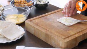 Đam Mê Ẩm Thực Phết-đều-kem-Cheese-vào-lát-bánh-mì-gối-300x169