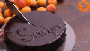 Đam Mê Ẩm Thực Phủ-Chocolate-toàn-bộ-mặt-bánh-và-giữ-nguyên-bánh-trong-1-giờ-cho-lớp-Chocolate-đông-lại6-300x169