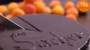 Đam Mê Ẩm Thực Phủ-Chocolate-toàn-bộ-mặt-bánh-và-giữ-nguyên-bánh-trong-1-giờ-cho-lớp-Chocolate-đông-lại7-300x169