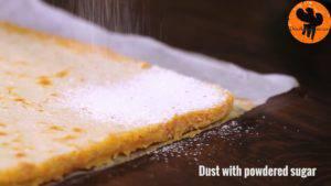 Đam Mê Ẩm Thực Rắc-đường-bột-trang-trí-không-bắt-buộc-và-chia-bánh-thành-từng-miếng-nhỏ-300x169