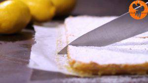 Đam Mê Ẩm Thực Rắc-đường-bột-trang-trí-không-bắt-buộc-và-chia-bánh-thành-từng-miếng-nhỏ3-300x169