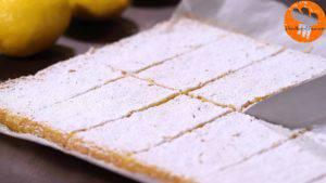 Đam Mê Ẩm Thực Rắc-đường-bột-trang-trí-không-bắt-buộc-và-chia-bánh-thành-từng-miếng-nhỏ4-300x169