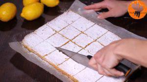 Đam Mê Ẩm Thực Rắc-đường-bột-trang-trí-không-bắt-buộc-và-chia-bánh-thành-từng-miếng-nhỏ5-300x169