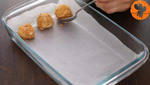 Đam Mê Ẩm Thực Sau-đó-để-viên-bánh-ra-khay-khuôn-có-lót-giấy-nến-và-bọc-kín-mặt-khay-khuôn-và-để-trong-tủ-đông-trong-vài-giờ-300x169
