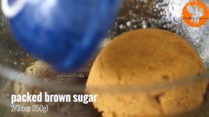 Đam Mê Ẩm Thực Sau-khi-đã-nguội-thêm-đường-nâu-vào-nước-bơ-ở-bước-1-và-khuấy-đều-300x169