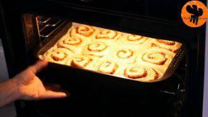 Đam Mê Ẩm Thực Sau-khi-ủ-xong-cho-khuôn-vào-lò-và-nướng-trong-15-20-phút-cho-đến-khi-lớp-vỏ-bánh-vàng-ruộm-300x169