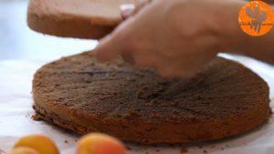 Đam Mê Ẩm Thực Sau-khi-bánh-đã-nguội-chia-đôi-chiếc-bánh-làm-2-phần2-300x169