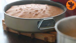 Đam Mê Ẩm Thực Sau-khi-nướng-bánh-xong-cho-khuôn-ra-rây-và-tách-bánh-ra-khỏi-khuôn-để-nguội2-300x169
