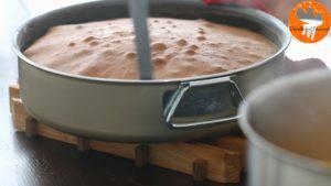 Đam Mê Ẩm Thực Sau-khi-nướng-bánh-xong-cho-khuôn-ra-rây-và-tách-bánh-ra-khỏi-khuôn-để-nguội3-300x169