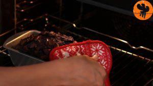 Đam Mê Ẩm Thực Sau-khi-nướng-xong-cho-khuôn-ra-rây-để-nguội-trong-5-phút-300x169