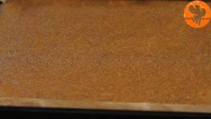 Đam Mê Ẩm Thực Sau-khi-nướng-xong-cho-khuôn-ra-và-cho-lên-rây-để-nguội-300x169