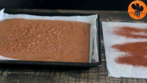 Đam Mê Ẩm Thực Sau-khi-nướng-xong-cho-khuôn-ra-và-tách-bánh-ra-khỏi-khuôn-300x169