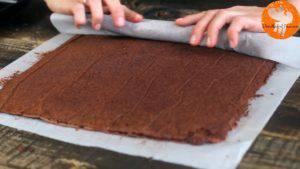 Đam Mê Ẩm Thực Sau-khi-nướng-xong-cho-khuôn-ra-và-tách-bánh-ra-khỏi-khuôn4-300x169
