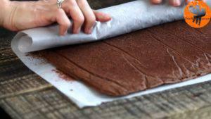 Đam Mê Ẩm Thực Sau-khi-nướng-xong-cho-khuôn-ra-và-tách-bánh-ra-khỏi-khuôn5-300x169