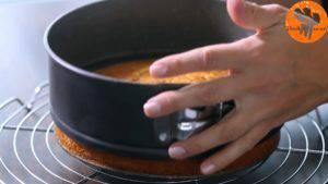 Đam Mê Ẩm Thực Sau-khi-nguội-tách-bánh-khỏi-khuôn-và-chia-đôi-chiếc-bánh-làm-2-phần2-1-300x169