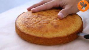 Đam Mê Ẩm Thực Sau-khi-nguội-tách-bánh-khỏi-khuôn-và-chia-đôi-chiếc-bánh-làm-2-phần3-1-300x169