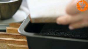 Đam Mê Ẩm Thực Sau-khi-nguội-tách-bánh-khỏi-khuôn-và-chia-bánh-thành-từng-miếng-nhỏ-300x169