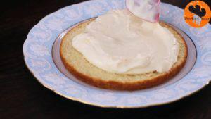 Đam Mê Ẩm Thực Sau-khi-nhân-kem-đã-đủ-đông-cho-nhân-kem-vào-bánh-và-trải-đều4-1-300x169
