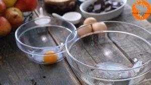 Đam Mê Ẩm Thực Tách-lòng-đỏ-và-lòng-trắng-trứng-ra-2-bát-riêng-300x169