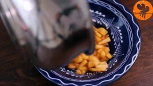 Đam Mê Ẩm Thực Tắt-bếp-và-cho-hỗn-hợp-táo-ra-bát-1-300x169