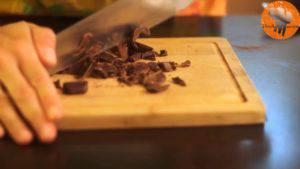Đam Mê Ẩm Thực Thái-vụn-Chocolate-và-cho-vào-hỗn-hợp-ở-bước-3.-Sau-đó-tiệp-tục-trộn-đều-300x169