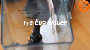 Đam Mê Ẩm Thực Thêm-đá-viên-nước-lọc-sữa-đặc-không-đường-đường-nâu-kem-Whipping-vào-máy-và-xay-đều-cho-đến-khi-nhuyễn2-300x169