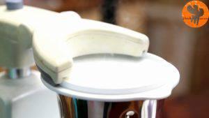 Đam Mê Ẩm Thực Thêm-đường-thêm-quả-vani-hoặc-chiết-suất-vani-và-xay-đều-2-300x169