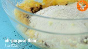 Đam Mê Ẩm Thực Thêm-đường-và-đánh-đều-3-5-phút-cho-đến-khi-tơi-1-lòng-đỏ-trứng-muối-bột-cacao-1-cup-bột-mì-và-khuấy-đều-đến-khi-hỗn-hợp-hòa-tan.-Rồi-cho-hỗn-hợp-ra-màng-bọc-thực-phẩm-và-gói-lại-11-300x169