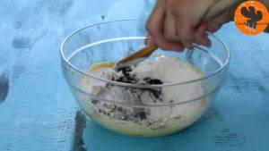 Đam Mê Ẩm Thực Thêm-đường-và-đánh-đều-3-5-phút-cho-đến-khi-tơi-1-lòng-đỏ-trứng-muối-bột-cacao-1-cup-bột-mì-và-khuấy-đều-đến-khi-hỗn-hợp-hòa-tan.-Rồi-cho-hỗn-hợp-ra-màng-bọc-thực-phẩm-và-gói-lại-12-300x169