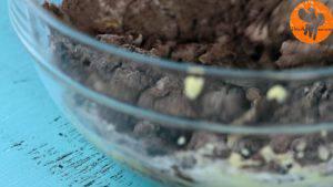 Đam Mê Ẩm Thực Thêm-đường-và-đánh-đều-3-5-phút-cho-đến-khi-tơi-1-lòng-đỏ-trứng-muối-bột-cacao-1-cup-bột-mì-và-khuấy-đều-đến-khi-hỗn-hợp-hòa-tan.-Rồi-cho-hỗn-hợp-ra-màng-bọc-thực-phẩm-và-gói-lại-13-300x169