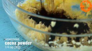 Đam Mê Ẩm Thực Thêm-đường-và-đánh-đều-3-5-phút-cho-đến-khi-tơi-1-lòng-đỏ-trứng-muối-bột-cacao-1-cup-bột-mì-và-khuấy-đều-đến-khi-hỗn-hợp-hòa-tan.-Rồi-cho-hỗn-hợp-ra-màng-bọc-thực-phẩm-và-gói-lại-9-300x169