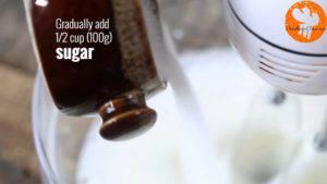 Đam Mê Ẩm Thực Thêm-đường-và-tiếp-tục-đánh-cho-đến-khi-có-dạng-kem-300x169