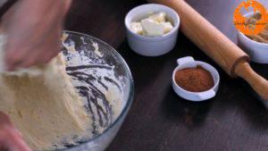 Đam Mê Ẩm Thực Thêm-12-cup-bột-mì-đa-dụng-và-tiếp-tục-nhào-bột.-Sau-đó-để-bột-nghỉ-10-phút2-300x169