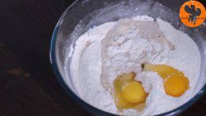 Đam Mê Ẩm Thực Thêm-2-quả-trứng-23-cup-sữa-ấm-và-trộn-cho-đến-khi-quyện-đều-300x169
